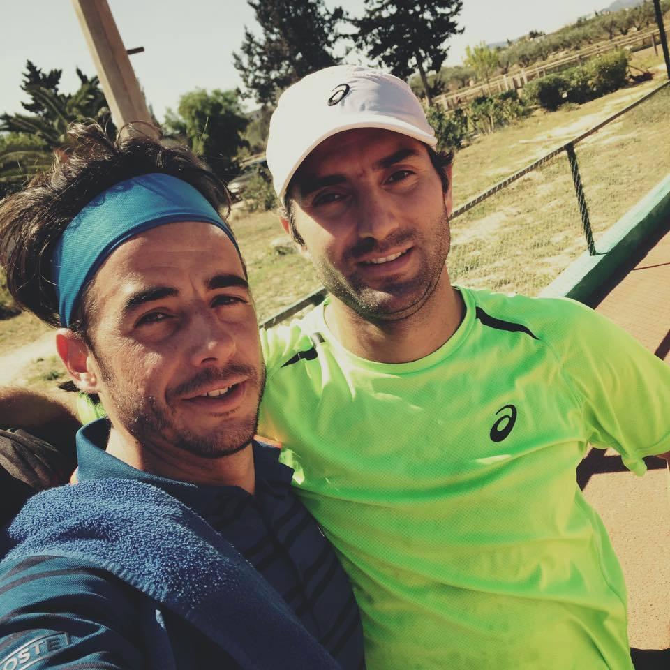 Frederico Gil com Catalin-Ionut Gard, parceiro com o qual já venceu 2 títulos de pares este ano Fonte: Facebook Oficial de Fred Gil