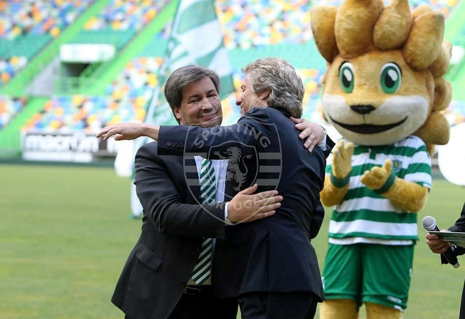 Jorge Jesus e Bruno de Carvalho anunciaram renovação de contrato até 2019 Fonte: Sporting Clube de Portugal