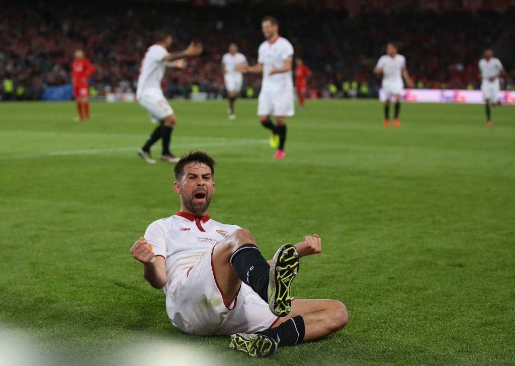 Coke foi o herói improvável desta final em Basileia Fonte: UEFA
