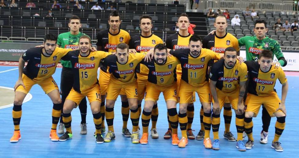 Os grandes vencedores da competição, os brasileiros do Magnus Futsal Fonte: QFA