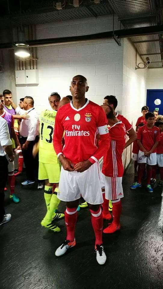 O capitão encarnado a concentrar-se momentos antes de mais um jogo Fonte: SL Benfica