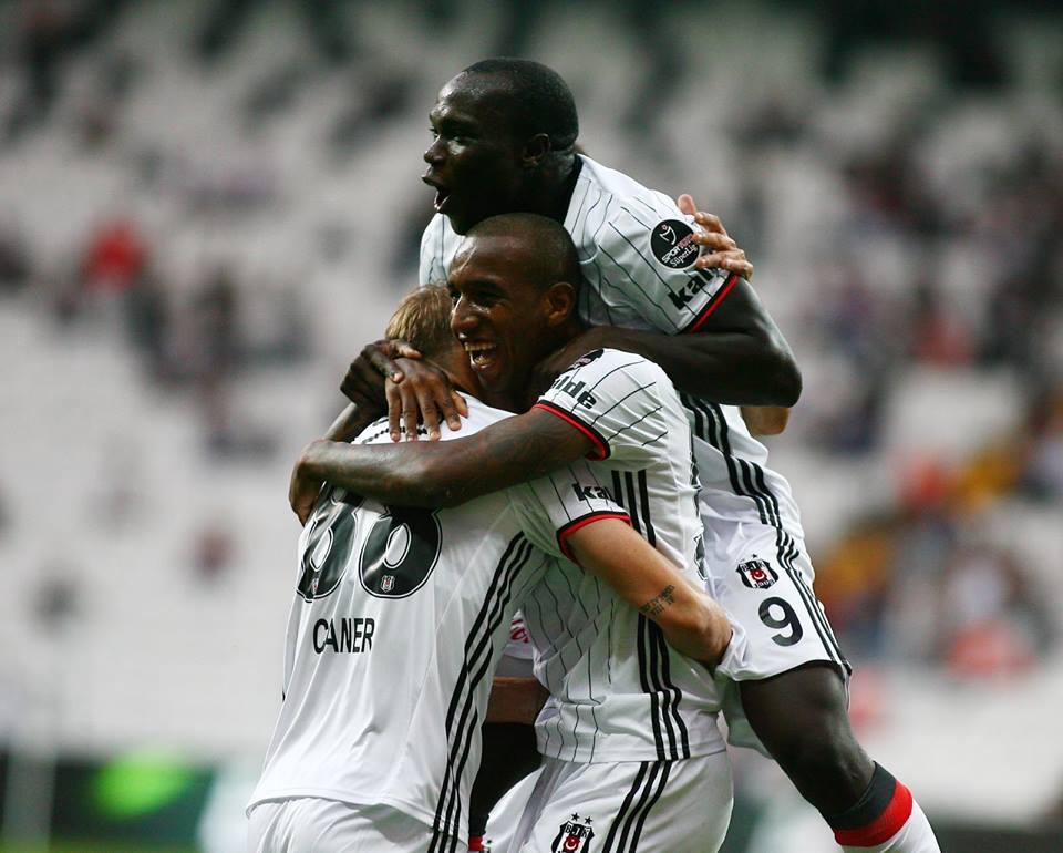 Talisca e Aboubakar fortaleceram o atque do campeão turco; Fonte: Besiktas