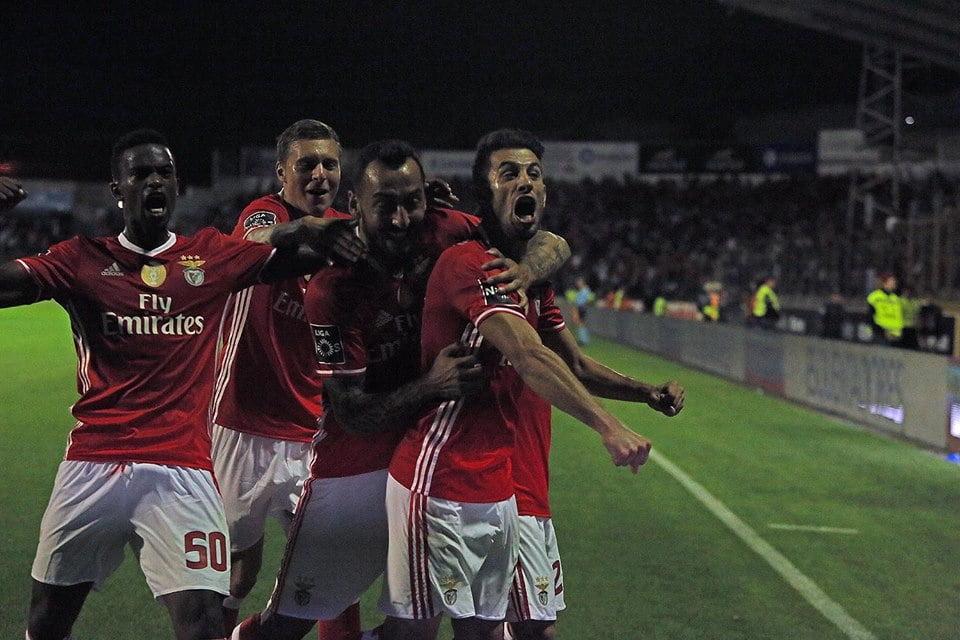 Pizzi vai somando golos e assistências mas o seu lugar é na direita... Fonte: SL Benfica