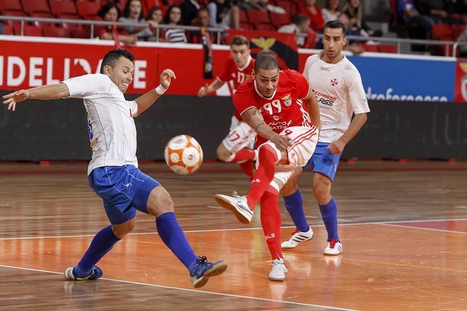 Um dos grandes heróis do jogo, ao marcar os três golos, o brasileiro Elisandro Fonte: SL Benfica