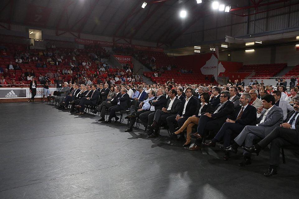 Massa associativa do Benfica ouve as primeiras palavras de Luís Filipe Vieira após vencer as eleições para o seu 5.º mandato; Fonte: SL Benfica