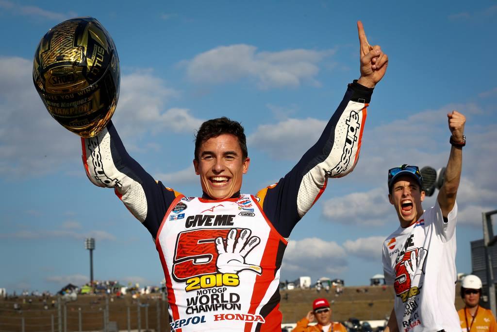 """""""give me 5"""" de Marc Márquez Fonte: MotoGP"""