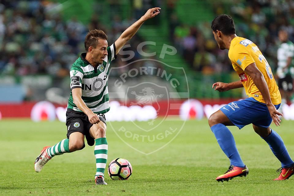 João Pereira tem sido mais esclarecido que o seu concorrente direto Fonte: Sporting CP