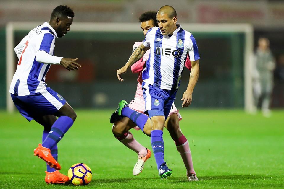 Maxi bem tentou mas o Porto foi eliminado Fonte: FC Porto