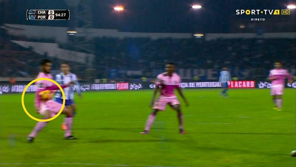 Penalidade não marcada aos 93 minutos Fonte: FC Porto