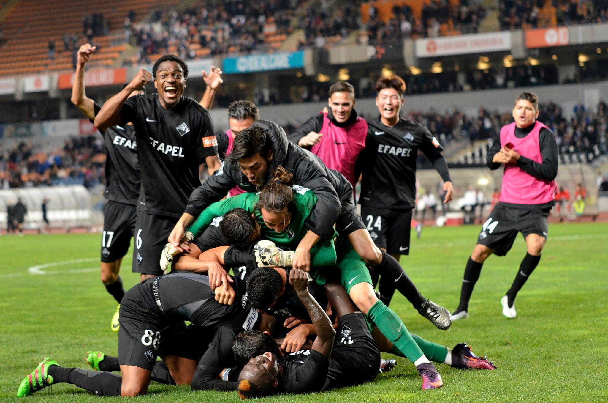 Jogadores da Académica em euforia após o 2-1 Fonte: Académica OAF via CAPhoto