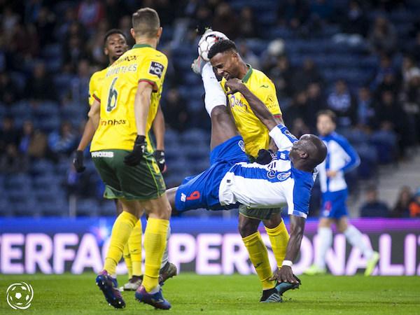 Quantas vidas tem Vincent Aboubakar no FC Porto? Irá Aboubakar resistir e ganhar uma nova vida no FC Porto ou as despedidas já estão a ser pensadas?