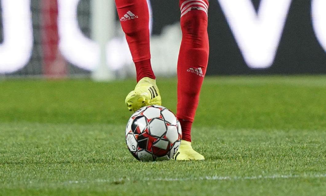 Após o apedrejamento ao autocarro do SL Benfica e o ato de vandalismo à casa de jogadores, é pedido aos não-adeptos que repensem a sua posição no futebol.