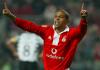 SL Benfica e Sporting CP defrontam-se este sábado na última jornada da Primeira Liga, num dérbi que nos acostumou a golos de levantar o estádio.