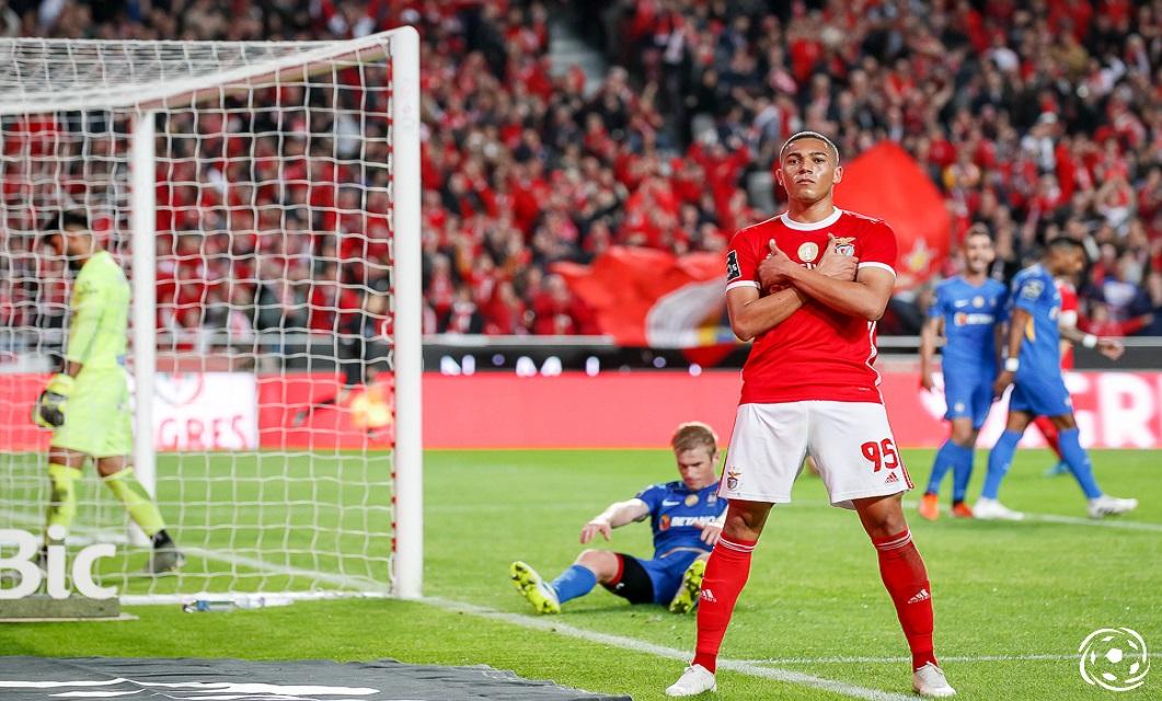 Carlos Vinícius está de saída do SL Benfica