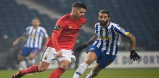 Tudo igual após 45' de sacrifício e grande pressão no Dragão, onde o FC Porto entrou melhor, mas o SL Benfica terminou por cima.