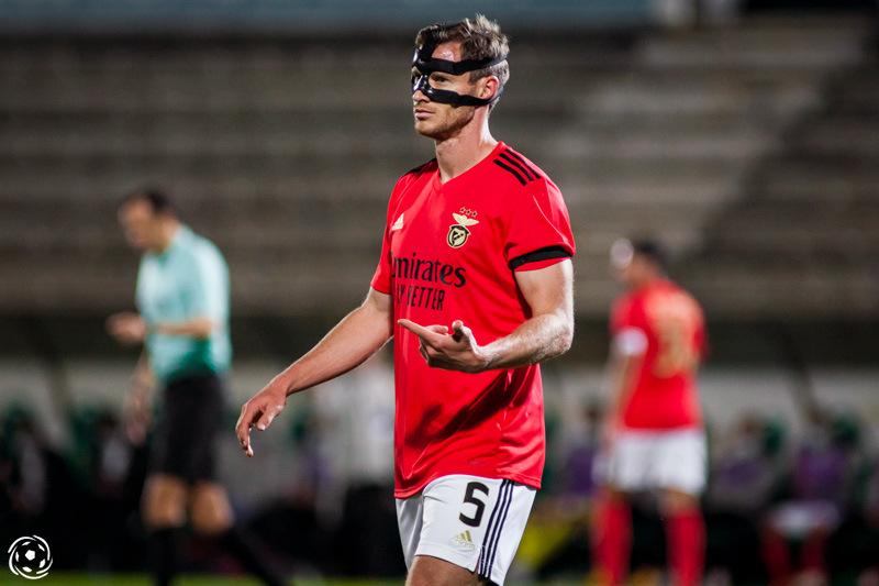 O esquema com três centrais é o que oferece mais estabilidade ao SL Benfica