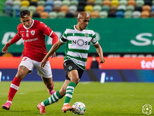 João Mário tem uma excelente leitura de jogo com a bola nos pés