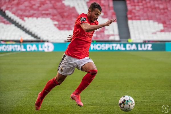 Não tem a boina do Ralph, mas Diogo Gonçalves tem dado boa conta da lateral direita do SL Benfica