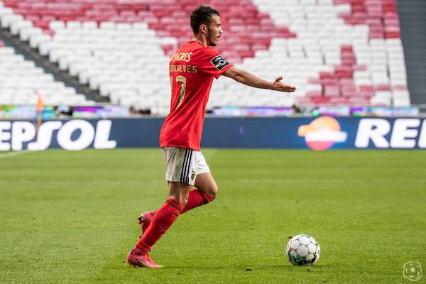 Diogo Gonçalves foi expulso no primeiro jogo do SL Benfica na Primeira Liga 2021/2022