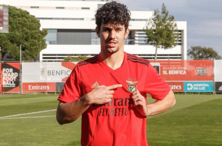 """Tomás Araújo é a nova promessa defensiva """"made in Seixal""""."""
