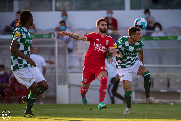 Rafa marcou o primerio golo dos SL Benfica frente aos holandeses na primeira mão