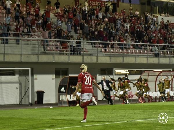Cloé Lacasse teve uma noite de gala pelo SL Benfica